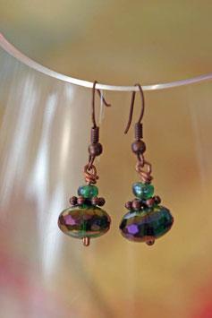Boucles d'oreilles facettes irisées vert vif et cuivre