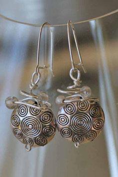 Boucles d'oreilles en métal gravé et cristal
