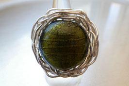 Bague ronde en verre vert olive