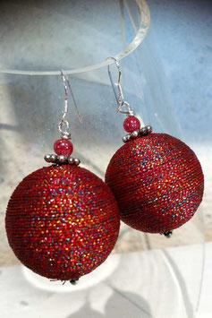 Boucles d'oreilles en fil de soie rouge