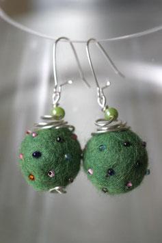 Boucles en laine bouillie vert gazon
