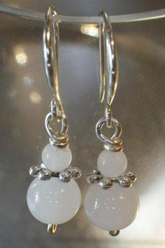 Boucles d'oreilles petites opalescentes verre blanc