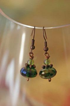 Boucles d'oreilles facettes irisées vert anis et cuivre