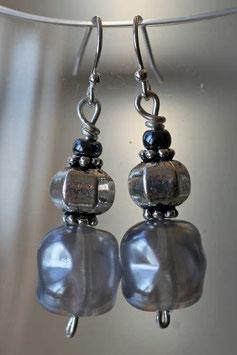 Boucles d'oreilles en verre baroque gris