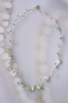 Collier pétale blanc et vert d'eau