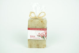 Pflanzenöl-Seife mit Rosenblüten