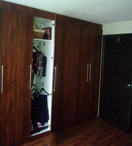 Closets modular con tubos colgadores
