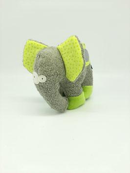 BIO Elefant Karl - noch einsam
