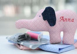 Rasseltier Elefant mit Namen Blümchen