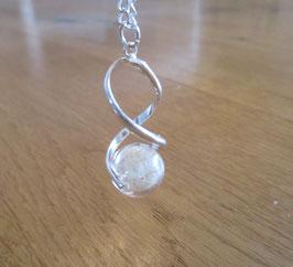Silberne Kette in Form einer Spirale mit Pusteblumen