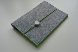 U-Hefthülle Nr.9- Herz hellgrau/grün + Impfpassfach