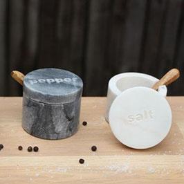 Salz- & Pfefferdose aus Marmor mit Löffeln