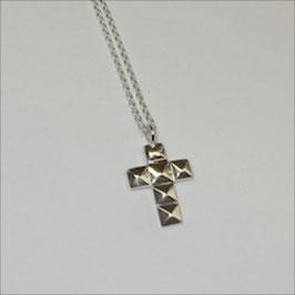 Kreuz mit Facetten