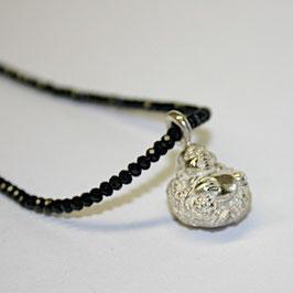 Lucky Buddha mit Spinellkette