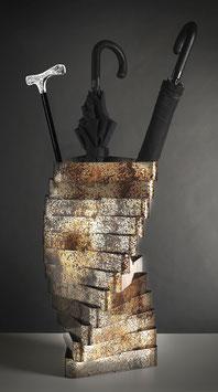 Torque 04. Portaombrelli in metallo ossidato.