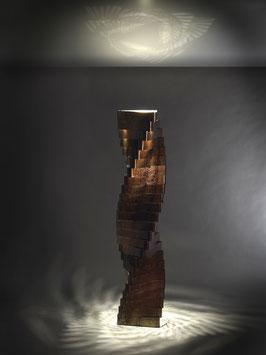 Torque 06. Lampada Led in metallo ossidato.