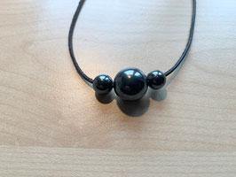 Set mit 1 Hämatit-Kugel 1,5 cm + 2 Hämatit-Kugeln 1 cm und 1 Lederband schwarz