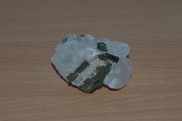 Turmalin-Stufe, grün in Bergkristall - 1