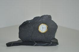 Uhr in Alpenkalkstein