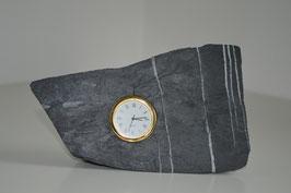Uhr in Alpenkalkstein - 1