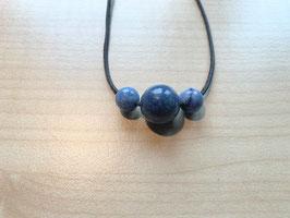Set mit 1 Blauquarz-Kugel 1,5 cm + 2 Blauquarz- Kugeln 1 cm und 1 Lederband schwarz