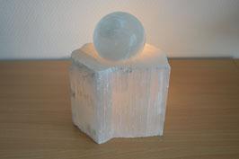 Zimmerbrunnen-Objekt Selenit-Kugel auf Selenit-Basis