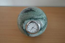 Uhr in Granit-Kugel - 1