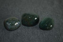 Chalcedon-Trommelstein, grün