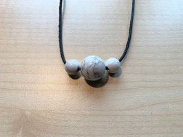Set mit 1 Magnesit-Kugel 1,5 cm + 2 Magnesit-Kugeln 1 cm und 1 Lederband schwarz