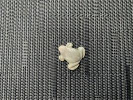 Marmor-Frosch-Anhänger, gebohrt