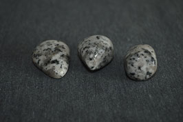 Granit-Trommelstein, grau