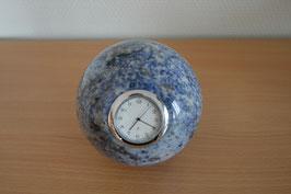 Uhr in Granit-Kugel