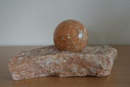 Zimmerbrunnen-Objekt Orangencalcit-Kugel auf Orangencalcit-Basis