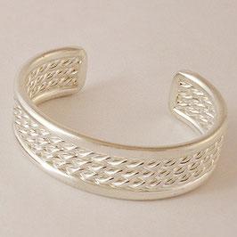 Bracelet N°33. Classe, trois tresses enserrées dans deux fils simples. Bronze recouvert d'argent pur.