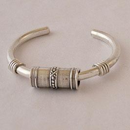 Bracelet N°3. Style ethnique. Bronze recouvert d'argent pur. Très belle parure possible associé à son collier torque ou articulé.