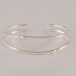 Bracelet N°114. Bracelet fin et léger. Juste quelques gouttelettes sur les branches. Bracelet en bronze recouvert d'argent totalement pur.