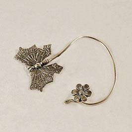 Tour d'Oreille 09. Profil gauche. Élégant papillon flirtant avec sa petite fleur.
