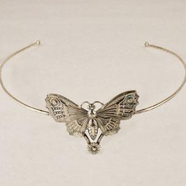 Diadème 06. D'inspiration féerique. Papillon majestueux surplombant une délicate petite fleur. Bronze recouvert d'argent pur.