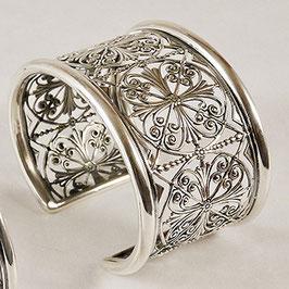 Bracelet N°76. Bracelet d'inspiration médiévale, rappellant les rosaces des cathédrales. Bronze recouvert d'argent.