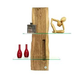 Wandregal im Alpenstil aus verwittertem Holz