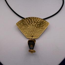 Pectoral doré avec jaspe