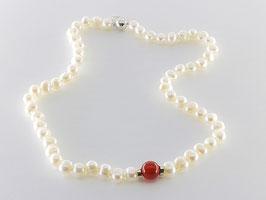 Elegante Perlenkette, Karneokugel