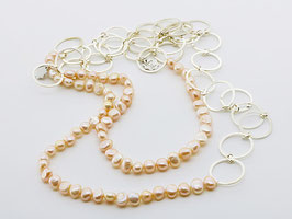 Trendige Perlenkette, aprikot