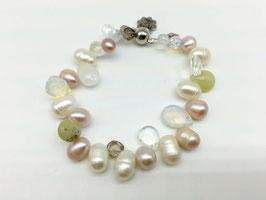 Tropfen-Armband in zarten Cremefarben mit Perlen