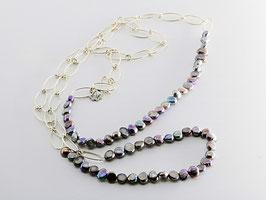 Trendige Perlenkette, dunkel changierend, oval