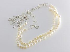 Trendige Perlenkette, weiß