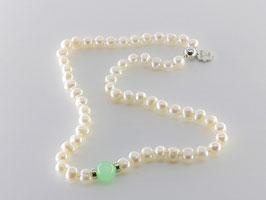 Elegante Perlenkette, Jadekugel