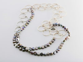 Trendige Perlenkette, dunkel changierend, rund