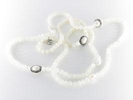 Stilvoll elegante Mondsteinkette
