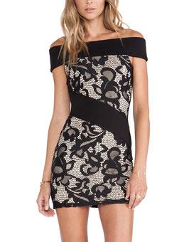 Verleidende off-shoulder mini-jurk met kant